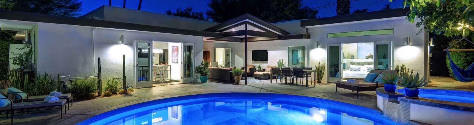 Palm Springs vacation rental pool
